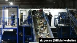 Bavurçıdaki çöplükni saylap ayırğan zavod, Aqmescit