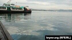 Маслянисті плями в Севастопольській бухті, 9 грудня, 2020 року