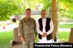Ашраф Гани и Остин Скотт Миллер, нынешний (и последний) командующий контингентом США в Афганистане. 2 июля 2021 года
