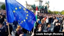 Budapesti tüntetés a CEU ellehetetlenítése ellen 2017. április 17-én.