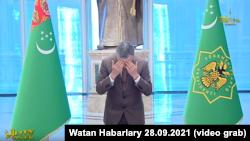Президент Туркменистана Гурбангулы Бердымухамедов был награжден двумя медалями.