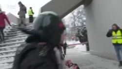 Sokkolót is használtak a rendőrök a békés tüntetők ellen