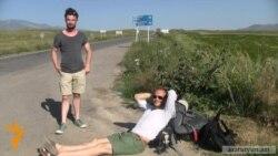 Բելգիացի ճանապարհորդները վայելում են Հայաստանի արեւը