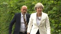 Прем'єрка Мей проголосувала на парламентських виборах в Британії (відео)