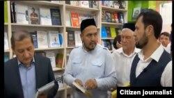 Рейд в одном из книжных магазинов Ташкента.