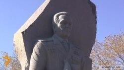 Գյումրիում բացվել է Միխայիլ Կալաշնիկովի արձանը