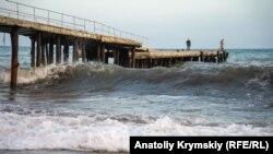 Чорне море біля узбережжя Алушти, жовтень 2020 року