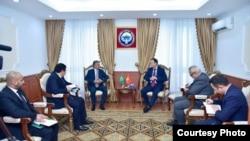 КР тышкы иштер министри Руслан Казакбаев Сауд Арабиясынын элчиси Абдурахман бин Саид Ал-Жуманы кабыл алды.