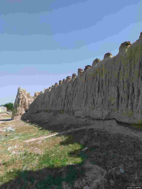 Глиняная крепость в посёлке Сонче.