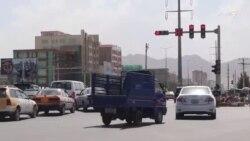 د کابل ښار په یو شمېر واټونو کې ترافیکي اشارې نصبېږي