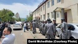 В Дманиси остаются дополнительные силы полиции