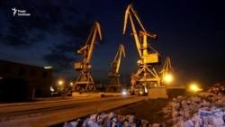 Видовище у корабельному доку: як Маріуполь дивився оперу Νερo і балет кранів – відео