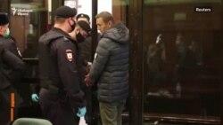 """""""Затваряме един, за да уплашим милиони."""" Речта на Навални пред съда"""