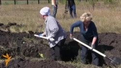 Ukrainian Volunteers Dig Trenches Near Russian Border