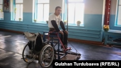 Канат Арстанбекти сыналгыдан көрүп калган. Бүгүн ал Арстанбектин машыгуучу арабасына отуруп, спортко кадам таштаганы турат.
