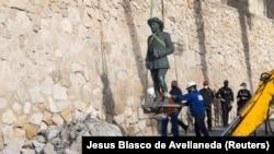 Uklanjanje statue Francisca Franca u gradu Melilla, Španjolska (23. veljače)
