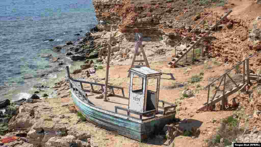 У цій бухті знімали художній фільм «Флешмоб», баркас «Вітьок» був споруджений, як декорація