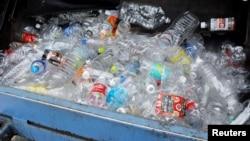 Reciclarea PET-urilor cumpărate de la orice magazin va deveni obligatorie, cel târziu, din aprilie 2022