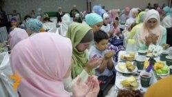 Рамазан чатырында гламур рухта мөслимәләр ифтары үтте