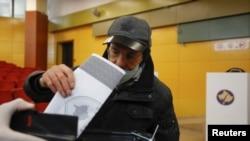 Косово- граѓанин гласа на предвремените парламентарни избори, 14.02.2021