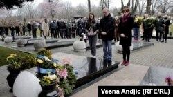 Годишницата од смртта на Ѓинѓиќ беше одбележана и на неговиот гроб и во дворот на Владата, кде беше извршен атентатот