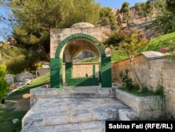 Localnicii spun că aici ar fi mormântul lui Abraham