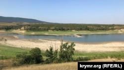 Серединная часть Белогорского водохранилища, август 2021 года