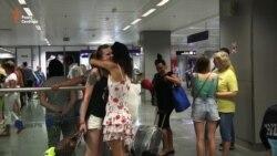 Пасажири першого після спроби перевороту рейсу зі Стамбула прибули до України (відео)