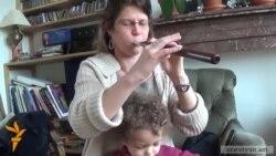 Զտարյուն ֆրանսուհին դուդուկ է նվագում ու Կոմիտաս երգում