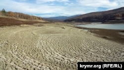 Сильно обмелевшее Загорское водохранилище в Крыму, декабрь 2020 года