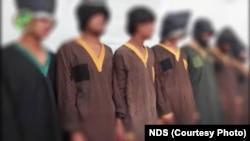 گروه هفت نفری طالبان که در لغمان بازداشت شدند.