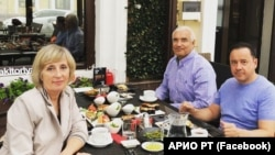 Ренат Залютдинов (в центре)