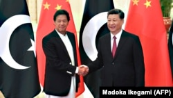 Chinese President Xi Jinping (right) shakes hands with Pakistani Prime Minister Imran Khan before a meeting in Beijing in April 2019.