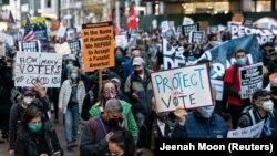 """""""Számoljanak meg minden szavazatot"""" - tüntetések és várakozás Amerika-szerte"""