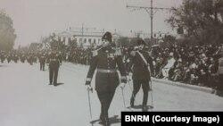 Paradă militară românească la Chișinău, anii 1930