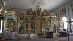 Поврежден алтарь, опечатаны двери: как блокируют храм УПЦ КП в Крыму (видео)