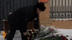 Цвеќе за жртвите на авионската несреќа, избори во Азербејџан
