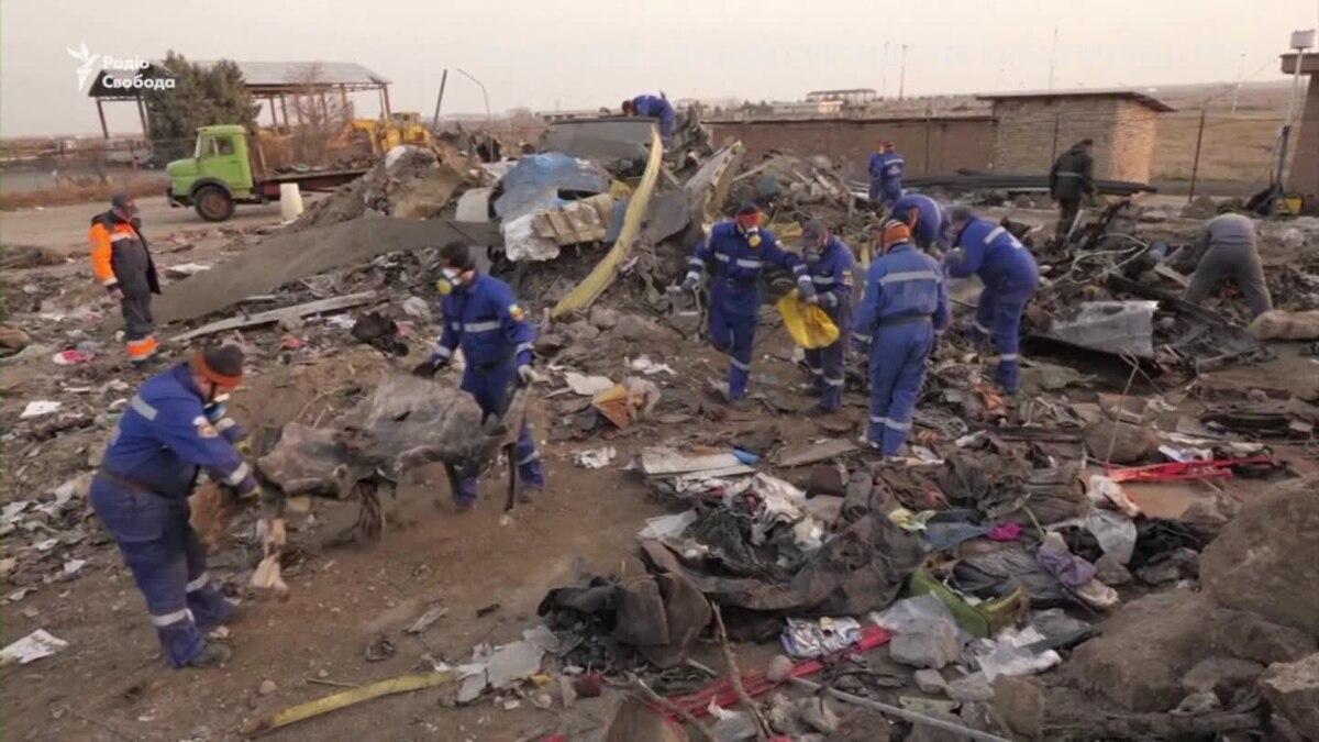 Украинские эксперты изучают место крушения самолета МАУ в Иране – видео
