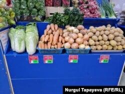 Овощи на одном из столичных рынков во время взлета цен 18 июня