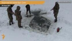 У Сумах пам'ять Героїв Крут вшанували козацьким хрестом на річці