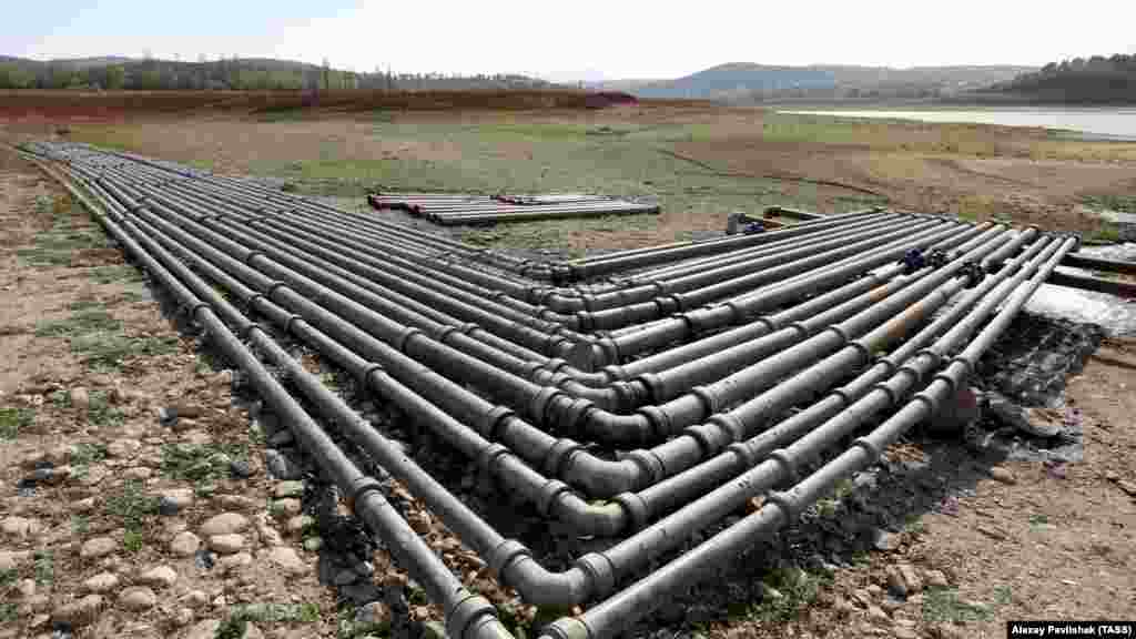 Part of the 60-kilometer-long pipeline to transfer water from the Taigan Reservoir to the Simferopol Reservoir. Moscow has also earmarked funds to repair Crimea's rusting water-distribution network. Authorities in Sevastopol, for example, say the city loses about 40 percent of its drinking water through leaky pipes.