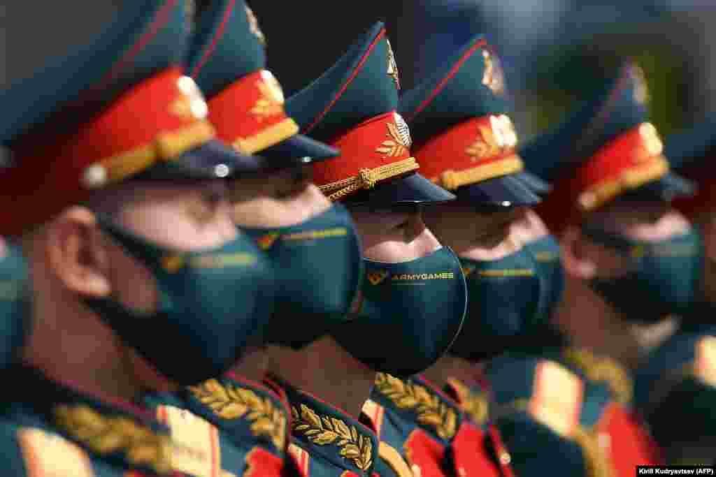 Russian honor guards wearing protective masks attend the opening ceremony of the sixth International Military Technical Forum Army 2020 and Army Games in the military Patriot Park outside Moscow on August 23. (AFP/Kirill Kudryavtsev)