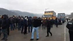 Սյունեցիներն առավոտից փակել են Կապան – Գորիս ճանապարհահատվածը