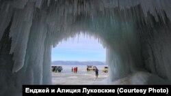 Стоянка на льду Байкала