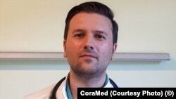 România - Medicul Andrei Manta, coordonator al centrului de vaccinare anti-Covid din Rădăuți spune că după amenda primită de la DSP a aruncat dozele rămase