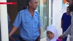 Азия: школьницы без хиджаба