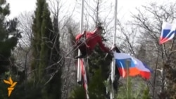Ruska zastava na ukrajinskoj bazi