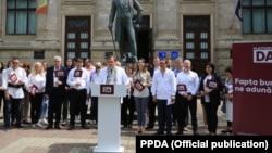 """Partidul Platforma """"Demnitate și Adevăr"""" prezentându-și oferta electorală"""