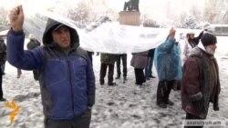 Առաջին ձյունն Ազատության հրապարակում. նստացույցը շարունակվում է