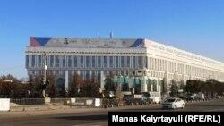 Ограждение на подступах к монументу Независимости на площади Республики в Алматы. 10 января 2021 года.